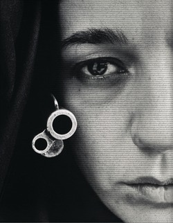 Sharon Neshat's Speechless (1996) (© Shirin Neshat, courtesy of Gladstone Gallery; photo © Museum Associates/LACMA)